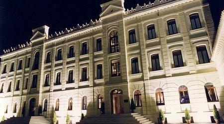 Fachada noche Hotel ATH Ribera del Duero